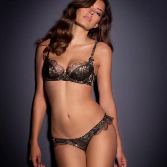 Tea Leoni Panties Pictures